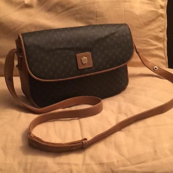 a620cc06fca Paolo Gucci crossbody Bag. M 5ac91bcda44dbe9ac58180d1